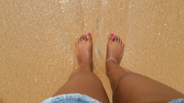 toes in the sand lape soetan